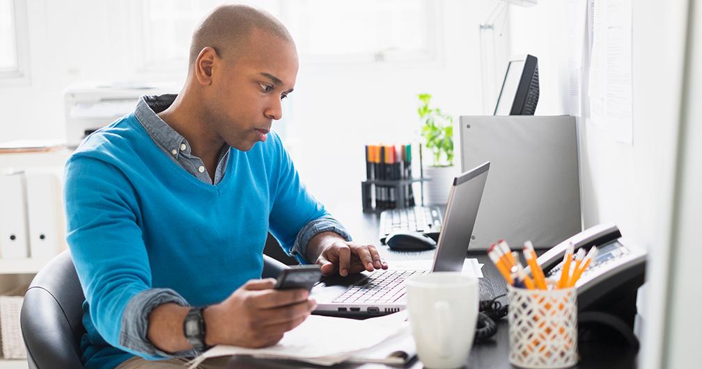 casual business man using laptop